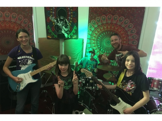 SCHOOL OF ROCK HOMESCHOOL PROGRAM PROVIDES A VALUABLE LEARNING EXPERIENCE